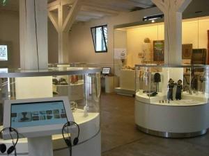 Die Dauerausstellung 99x Neukölln im ehemaligen Pferdestall