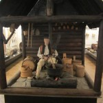 museumsblog: ethnografisches museum krakau: Werkstatt mit Figurine