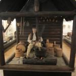 museumsblog: ethnografisches museum krakau: Werkstatt mit Figurine