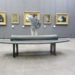 museumsblog: sitzen im Louvre
