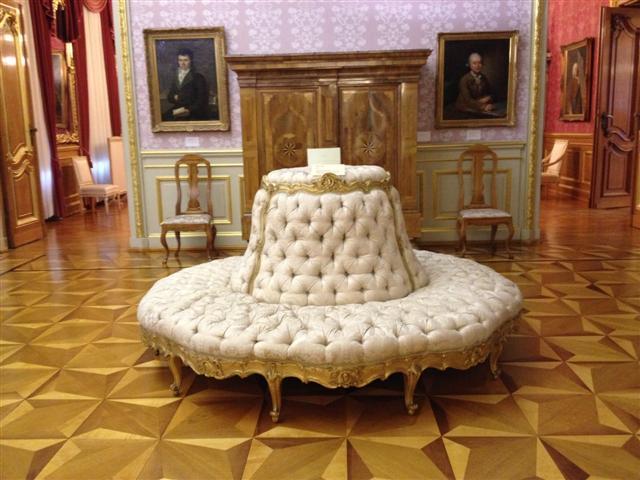 museumsblog: Sitzbank im Schloss Philippsruhe, Hanau